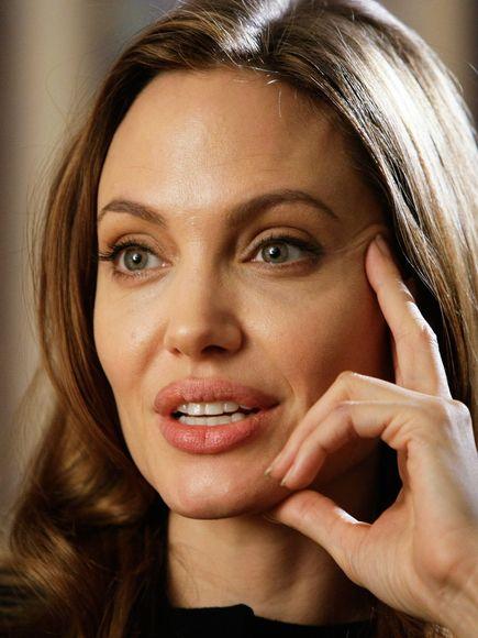 Angelina Jolie, na última terça (14/5) se submeteu a uma mastectomia dupla, para não correr o risco de contrair câncer de mama